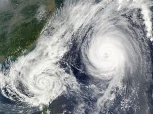 台風 なぜ 日本 曲がる